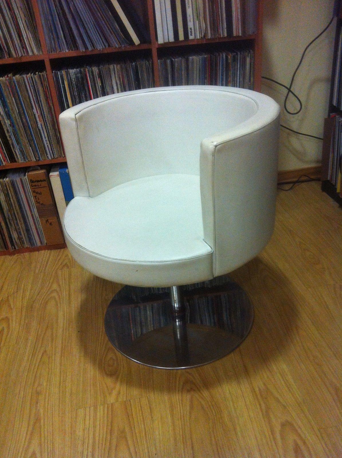 Poltroncina rotonda circolare vintage pelle bianca design for Poltroncina anni 60